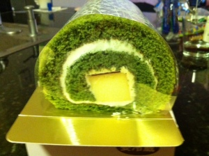 green tea roll cake mitsuwa